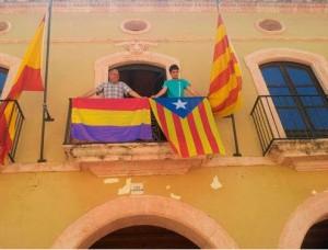 Ayuntamiento de Altafulla (Tarragona) con bandera de La República