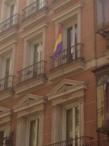 Ayuntamiento de Madrid con bandera de La República